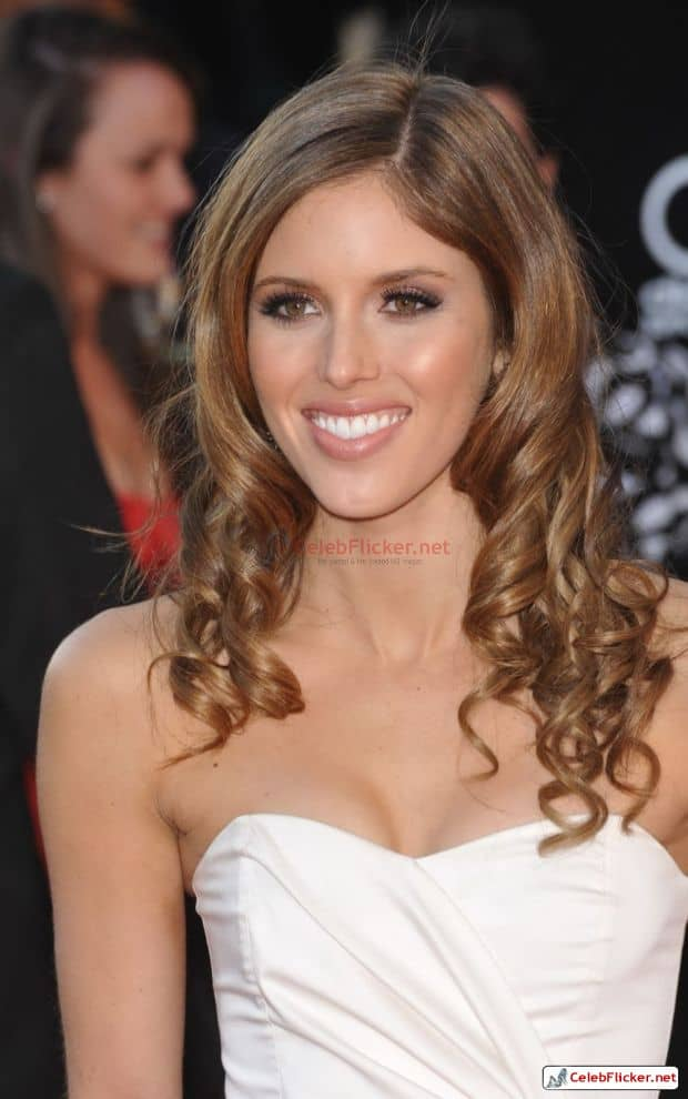 Kayla Ewell Awesome Look In White Outfit-004