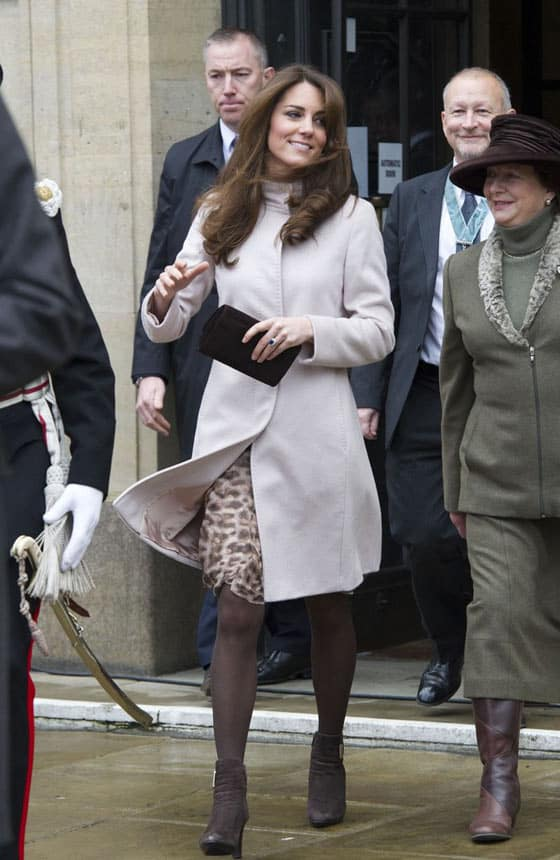 Kate Middleton Shows Off Her Bump at Harry Potter Studio -01