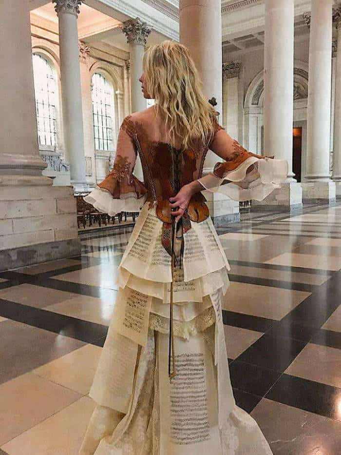 16 Pictures of Amazing Creative Dresses That Will Blow Your Mind -02