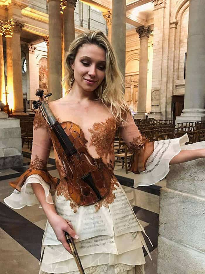 16 Pictures of Amazing Creative Dresses That Will Blow Your Mind -06