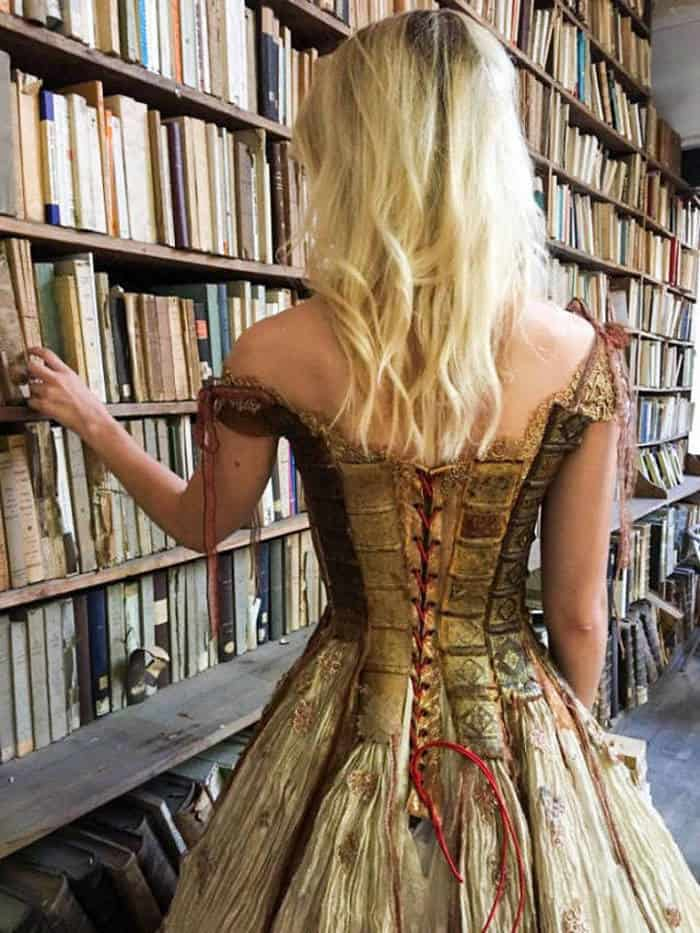 16 Pictures of Amazing Creative Dresses That Will Blow Your Mind -08