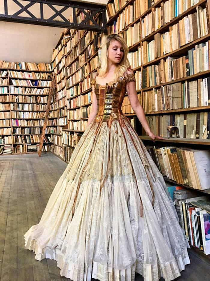16 Pictures of Amazing Creative Dresses That Will Blow Your Mind -13