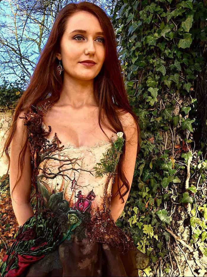 16 Pictures of Amazing Creative Dresses That Will Blow Your Mind -15