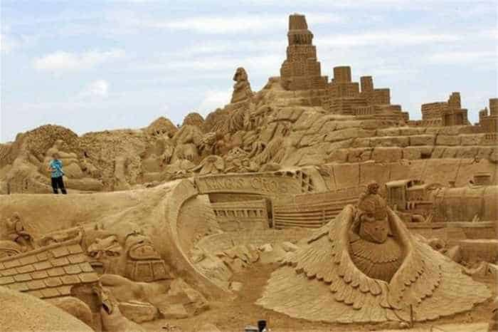 5 Creative Pictures of Amazing Sand Sculptures -04