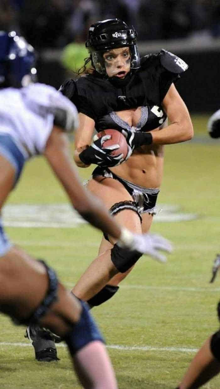 6 Funny Pictures of Crazy American Football -03