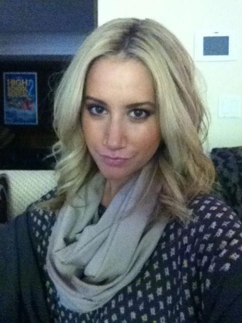 11 Funny Duck Face Of Ashley Tisdale Will Blow Your Mind -03
