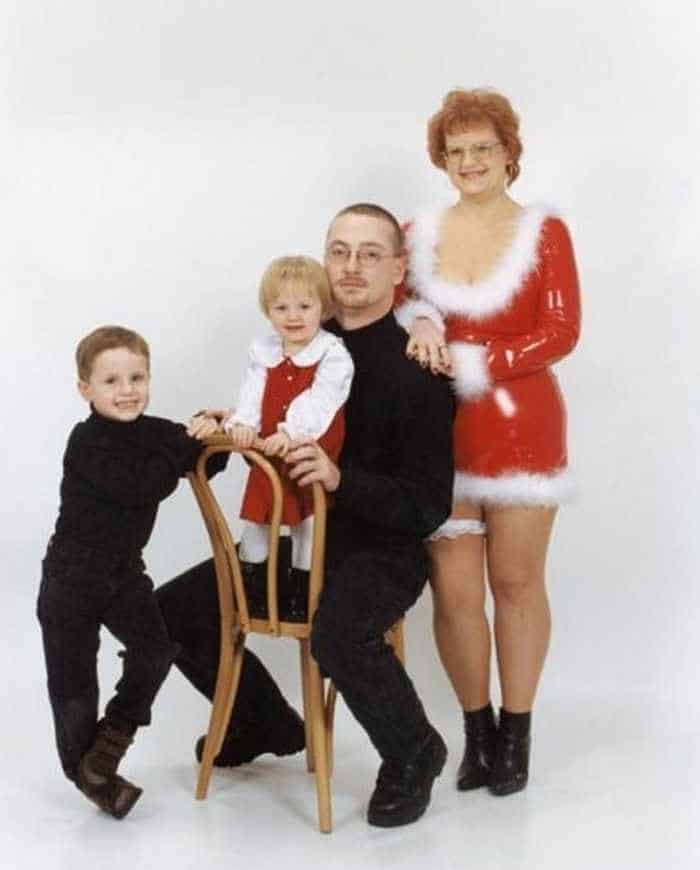 The 50 Most Awkward Family Christmas Photos That are Hilarious -10