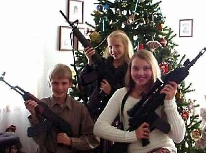 The 50 Most Awkward Family Christmas Photos That are Hilarious -12