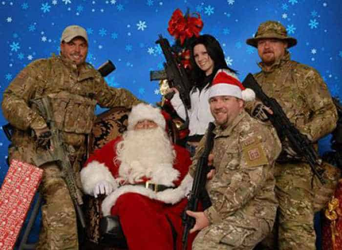 The 50 Most Awkward Family Christmas Photos That are Hilarious -24