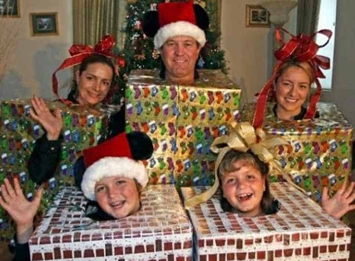 The 50 Most Awkward Family Christmas Photos That are Hilarious -31