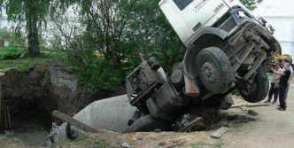 5 Epic Fail Pics of Truck Driver Bad Luck