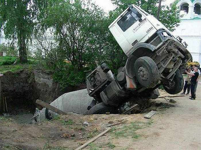 5 Epic Fail Pics of Truck Driver Bad Luck -03