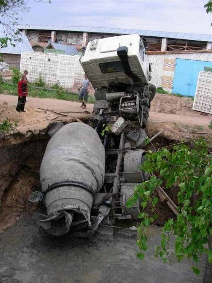 5 Epic Fail Pics of Truck Driver Bad Luck -04