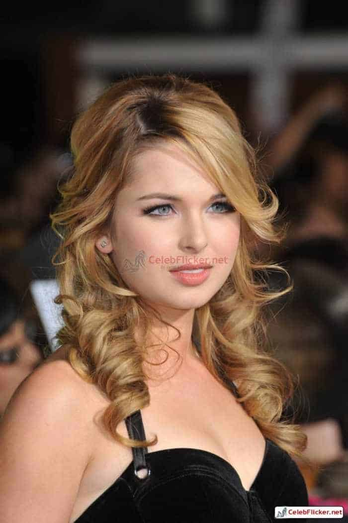 Kirsten Prout at The Twilight Saga: New Moon Premiere-02