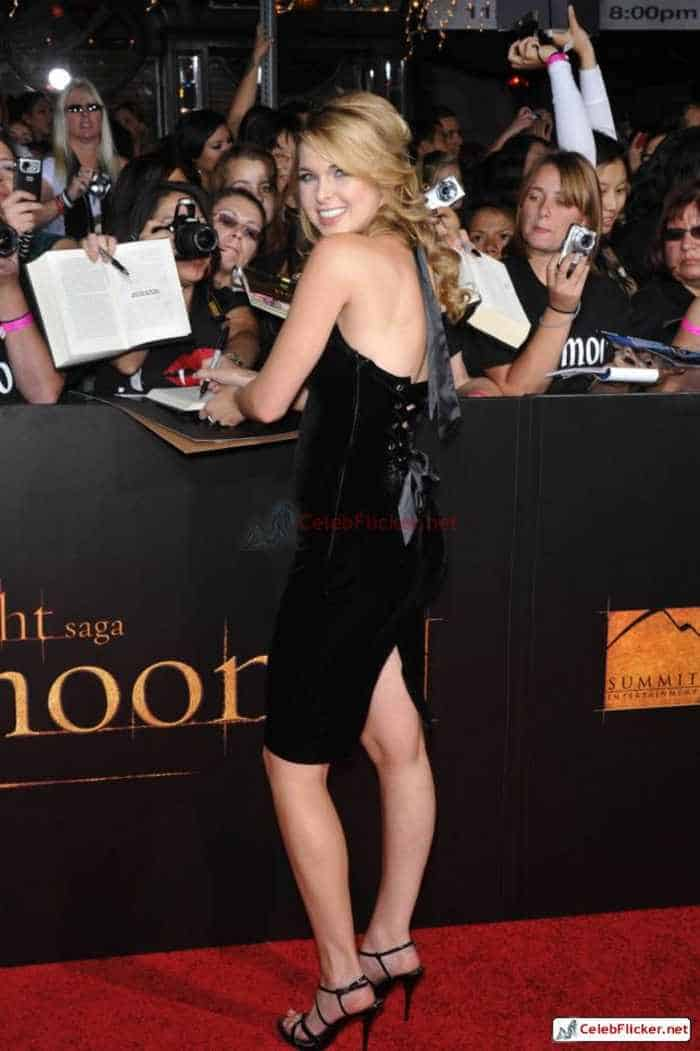 Kirsten Prout at The Twilight Saga: New Moon Premiere-06