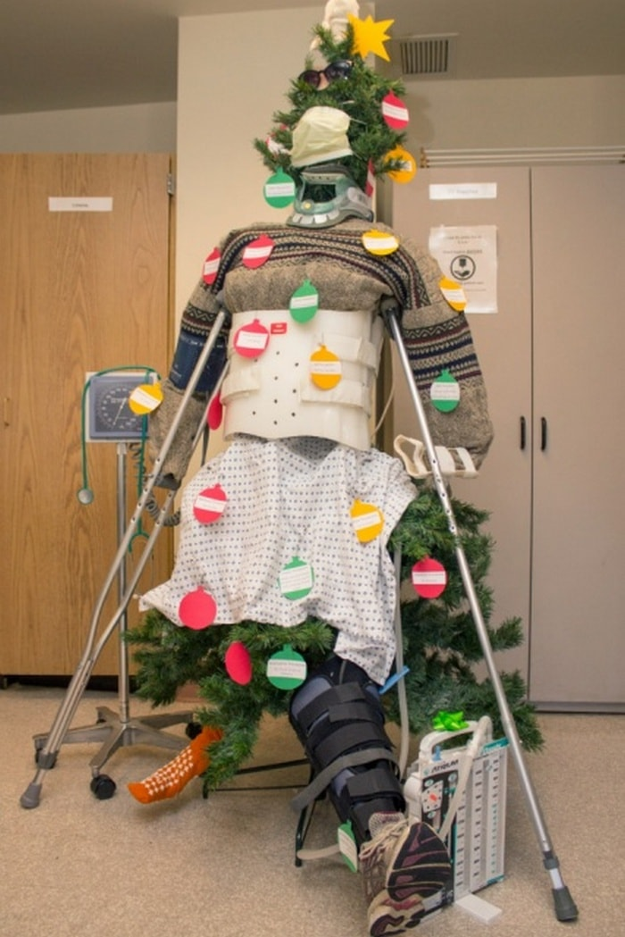 24 Best Hospital Christmas Decorations That Proves Medical Staff Have Good Sense Of Humor-17