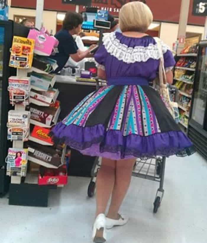 35 Bizarre People of Walmart That Are The Best Freak Ever -05