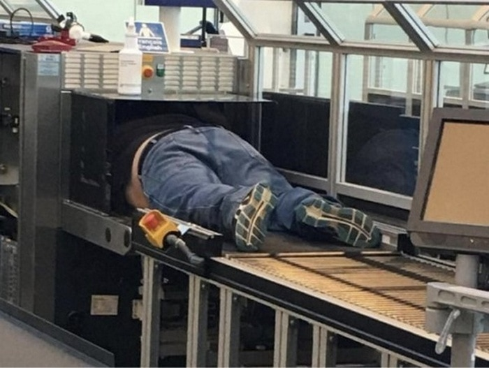 Most Bizarre Things Spotted At The Airport (55 Pics)-21
