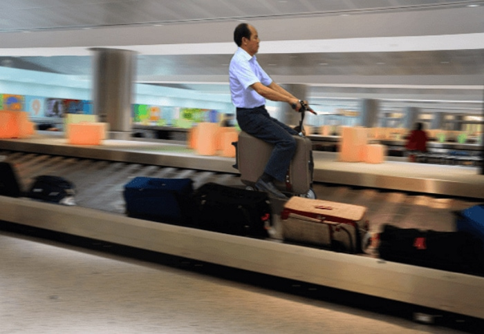 Most Bizarre Things Spotted At The Airport (55 Pics)-29