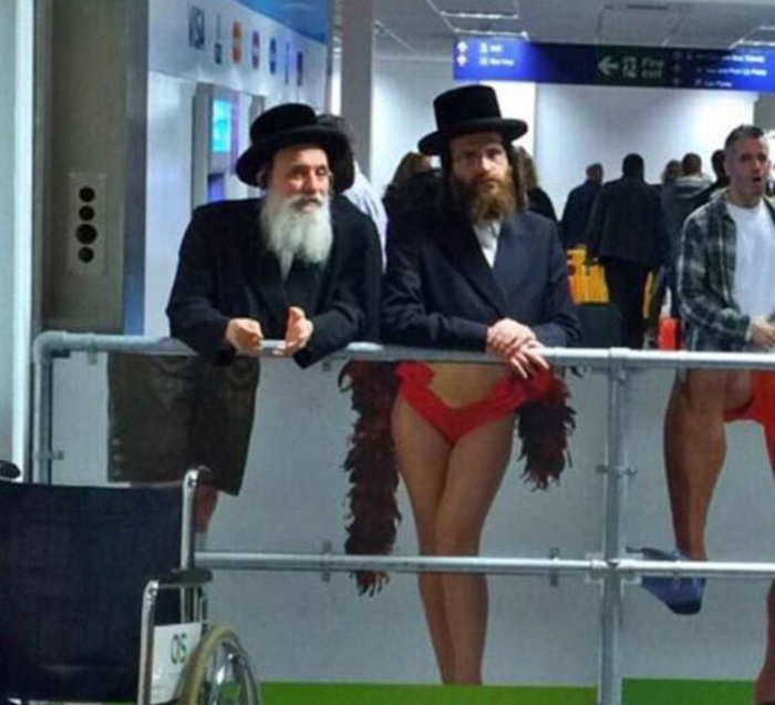 Most Bizarre Things Spotted At The Airport (55 Pics)-52