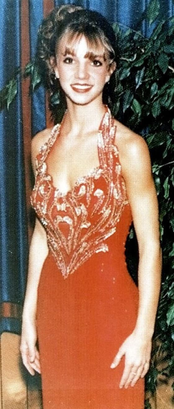37 Beautiful Celebs From Their Memorable Prom At 18 Will Blow Your Mind -04