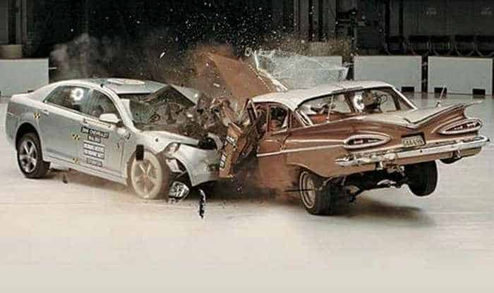 Funny Crash Test - Chevrolet New VS Chevrolet Old -03