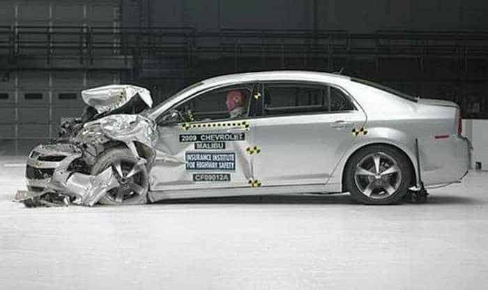 Funny Crash Test - Chevrolet New VS Chevrolet Old -04