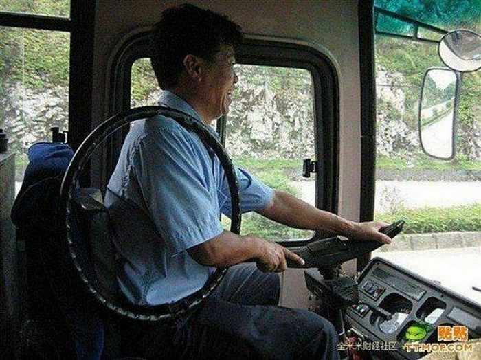 Ridiculous Funny Bus Driver From China-01