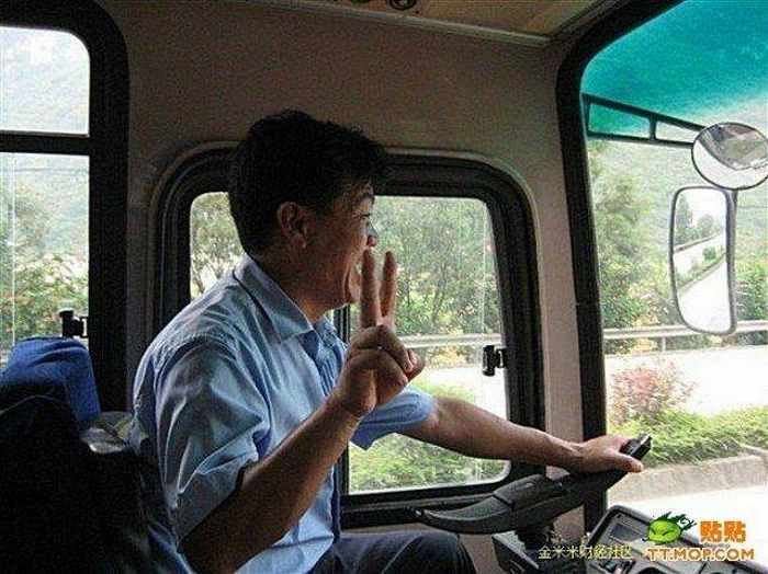 Ridiculous Funny Bus Driver From China-02
