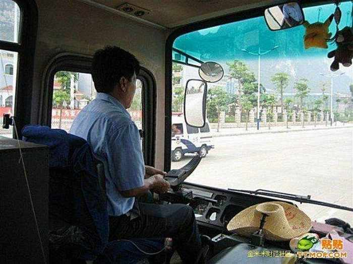 Ridiculous Funny Bus Driver From China-06