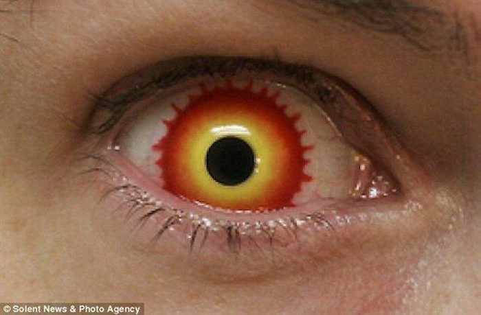 Dreadful Scary Contact Lenses - 7 Pics -04