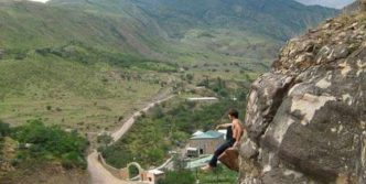 Awesome Crazy Guy That Loves Rock Climbing – 4 Pics