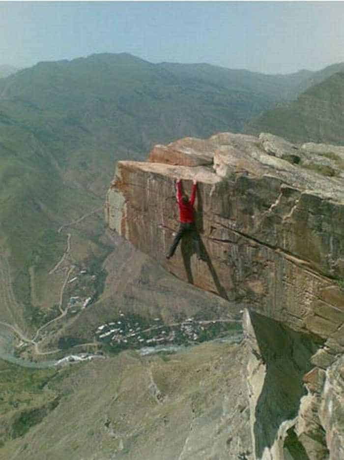 Awesome Crazy Guy That Loves Rock Climbing - 4 Pics -02
