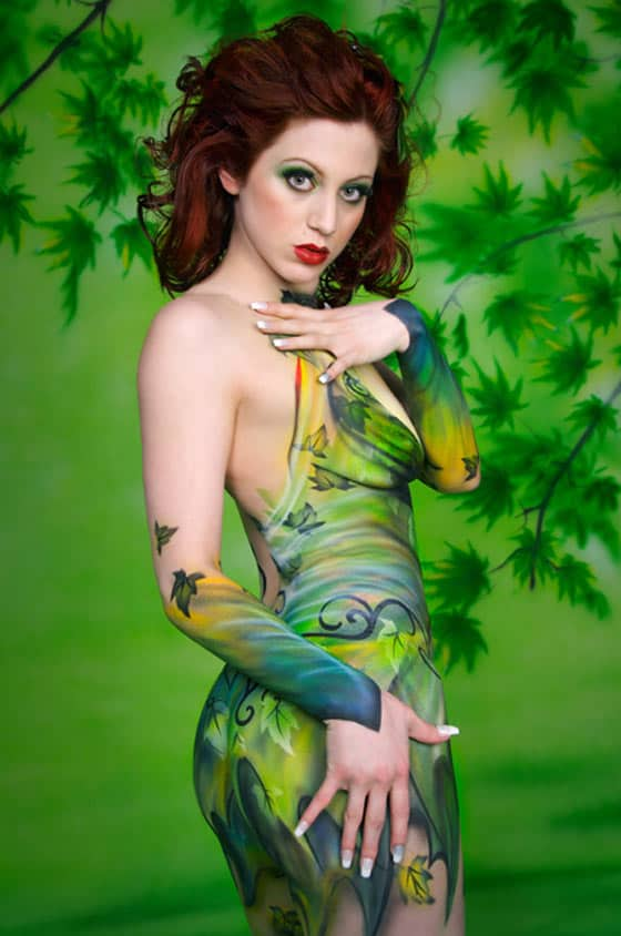 20 Funny And Creative Body Painting Pics -04