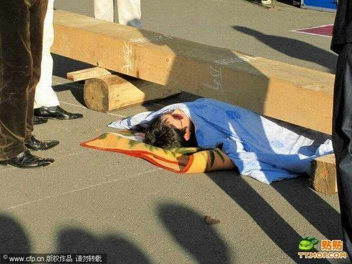 Meanwhile Unusual Death Trick In China - 4 Pics -02