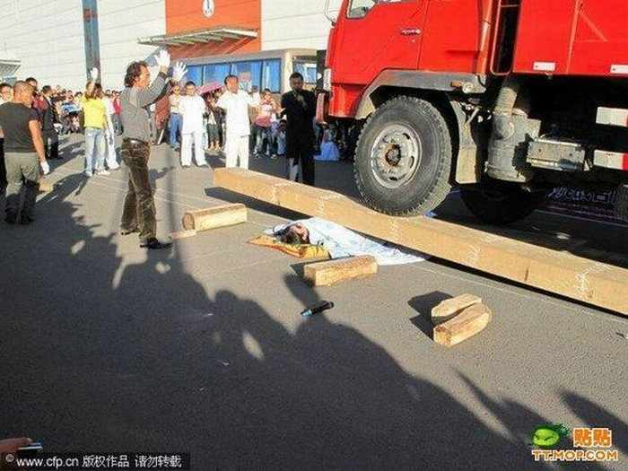 Meanwhile Unusual Death Trick In China - 4 Pics -03