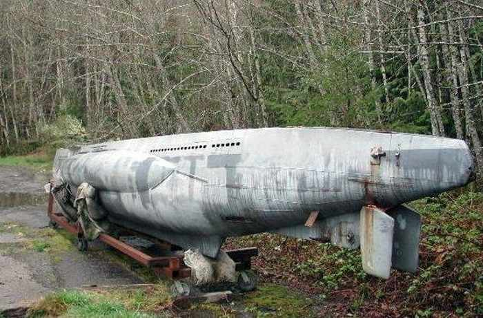 17 Funny Pictures Of Unseen Deserted Submarine -01