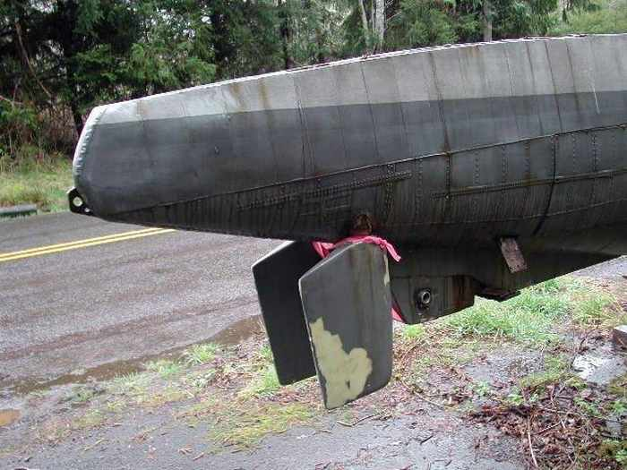 17 Funny Pictures Of Unseen Deserted Submarine -02