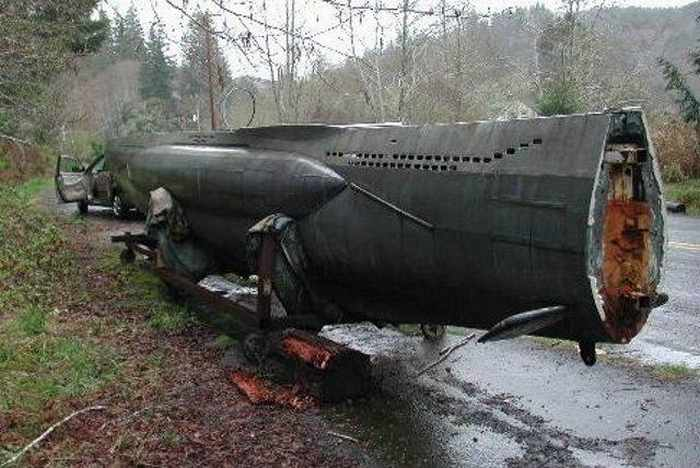 17 Funny Pictures Of Unseen Deserted Submarine -03