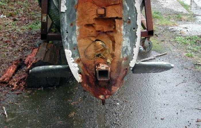 17 Funny Pictures Of Unseen Deserted Submarine -08