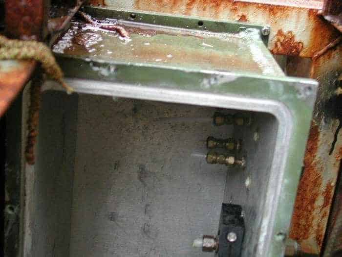 17 Funny Pictures Of Unseen Deserted Submarine -12