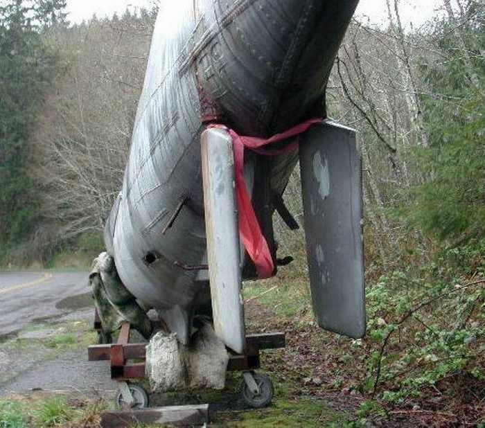 17 Funny Pictures Of Unseen Deserted Submarine -15