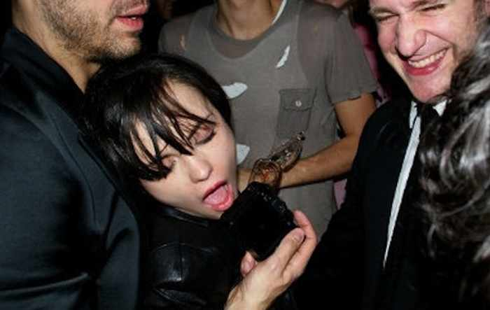 The 40 Most Shocking Pics of Drunk Celebrities Will Shock You -33