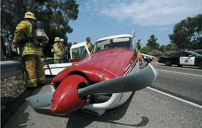 Funny Emergency Landing of Plane - 9 Photos -06