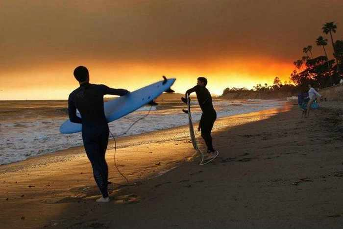 18 Extreme Surfing Photos That Will Blow Your Mind -16
