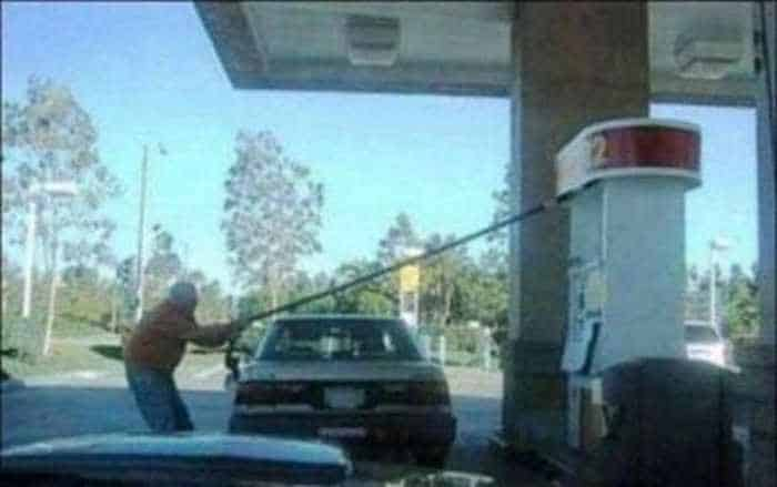 14 Epic Fail Pictures of People At The Gas Station Will Shock You -03