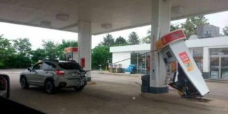 14 Epic Fail Pictures of People At The Gas Station Will Shock You