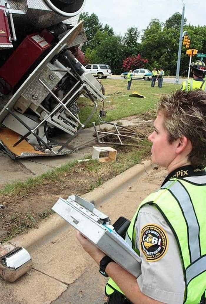 29 Epic Fail Awesome Fire Truck Accident Pics -11