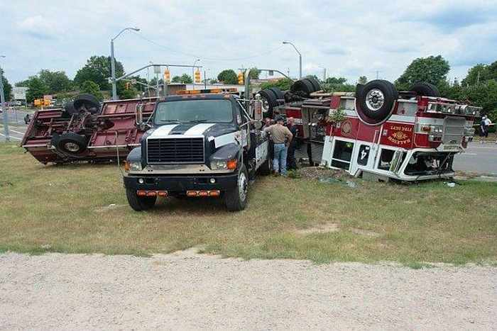 29 Epic Fail Awesome Fire Truck Accident Pics -15