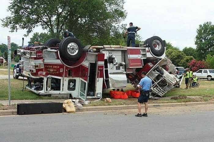 29 Epic Fail Awesome Fire Truck Accident Pics -20